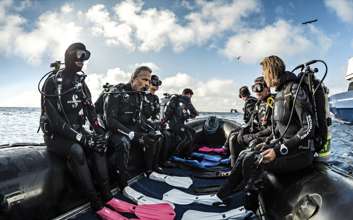 COME AND DIVE WITH US