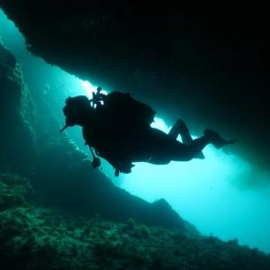 Diver under Las Calderas wreck, Tarifa