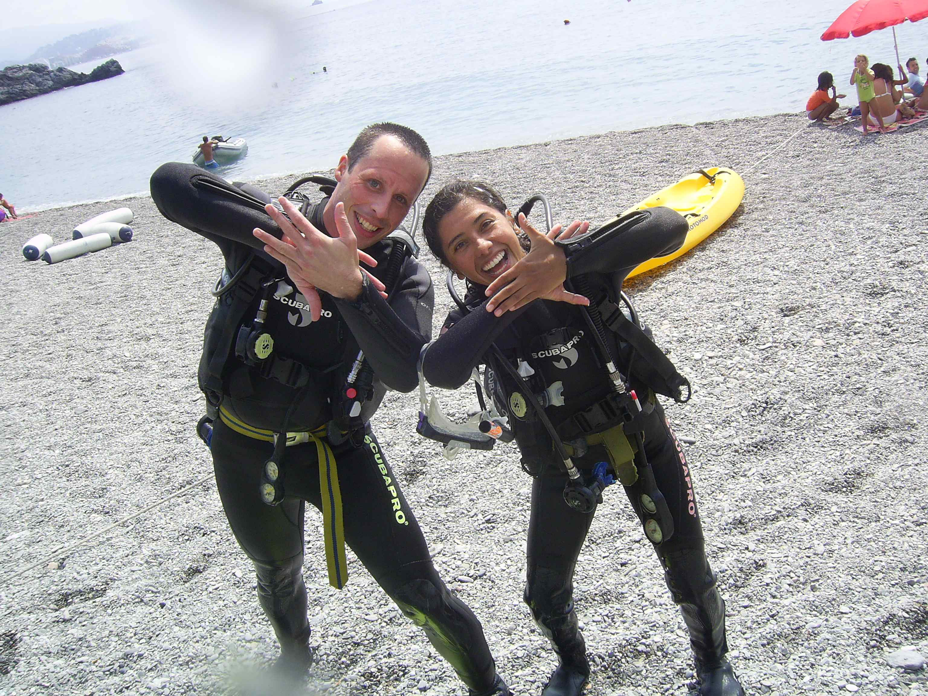 Divers and the Sunfish hand signal